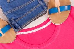Womanly сандалии, брюки и рубашка или свитер, случайная одежда для концепции женщины стоковые фото