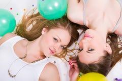 Womans heureux avec des ballons Photo stock