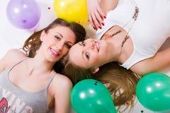 Womans heureux avec des ballons Photo libre de droits