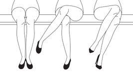 Women's lägger benen på ryggen med skor som sitter med One& x27; korsade s-ben, Outl royaltyfri illustrationer