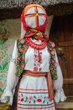 Women& x27; 有传统乌克兰刺绣的s礼服 免版税库存图片