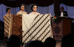 Women brought batik. Fabrics have different motives when the inaugural masters solo batik in Indonesia Central Java. batik motif has a wealth of diversity and Stock Photo