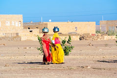 Women carrying water in Rajasthan, India Royalty Free Stock Photos