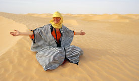 Women in desert2 Royalty Free Stock Photography