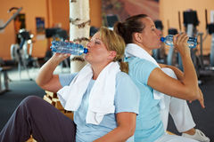 Women drinking water in gym Royalty Free Stock Photo