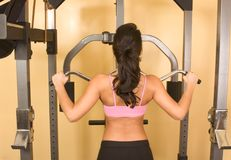 Women exercising on weightlifting machine Royalty Free Stock Images