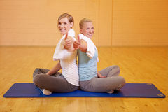 Women in fitness center holding Royalty Free Stock Photography