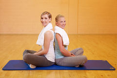 Women in fitness center smiling Royalty Free Stock Photography
