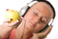 Women listenin to music Royalty Free Stock Photography