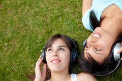 Women listening to music Royalty Free Stock Photography