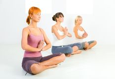 Women meditating Royalty Free Stock Photos