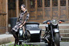 Woman by motorcycle Royalty Free Stock Photography