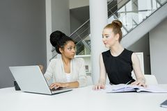 Women in the office Royalty Free Stock Images