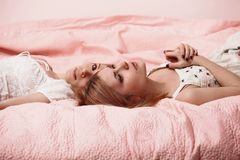 Women on pink bed Royalty Free Stock Photos