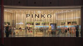 0235d8594352 Dubai Mall Fashion Court stock video. Video of famous - 54230791