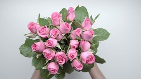 Bouquet of roses. 5. Women`s hands locate a bouquet of pink roses on the table. 5 stock video