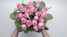Bouquet of roses. 6. Women`s hands locate a bouquet of pink roses on the table. 6 stock video