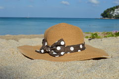 Women's hat on the beach Royalty Free Stock Photos
