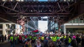 Women' ; s mars Chicago Ligne de front marchant à la rue de Wabash image libre de droits