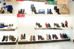 Women's shoes are sold in the store display Royalty Free Stock Photos