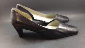 women& x27; sapatas de couro do preto do vintage de s fotografia de stock
