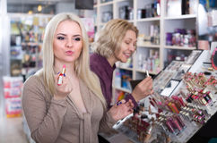 Women selecting lipstick at shop Royalty Free Stock Photography
