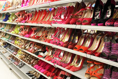 Women shoes on shelves Royalty Free Stock Photography
