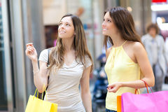 Women shopping in the city Royalty Free Stock Photos