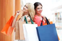 Women shopping in mall Royalty Free Stock Photography