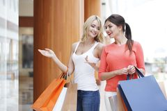 Women shopping in mall Royalty Free Stock Images