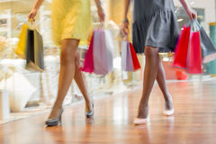 Women shopping together Royalty Free Stock Photography