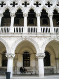 Women sitting under Doge's Palace's arches, Venice Royalty Free Stock Photos