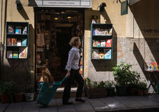 Women walk in front of a bookstore Royalty Free Stock Photos