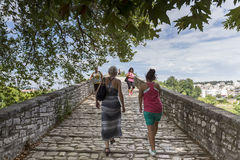 Women walking on the bridge looking at the View of Arachthos riv Royalty Free Stock Photos