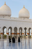 Women walking on the Sheikh Zayed Grand Mosque Royalty Free Stock Photography