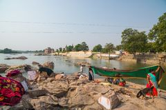 Women washing saree clothings into the river at Orchha, Madhya Pradesh, India. Royalty Free Stock Photography