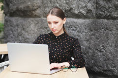 Women is wearing black shirt in the cafe Royalty Free Stock Photos