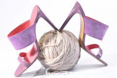 women& x27; handgjorda s-läderskor Rosa sandal för höga häl Royaltyfria Bilder