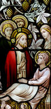 Wonder van Jesus: het genezen van een zieke mens in gebrandschilderd glas Stock Fotografie