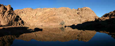 Wonderful lake in the desert of Sinai Royalty Free Stock Photos