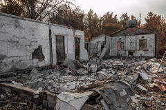 Woning in brand wordt vernietigd die Royalty-vrije Stock Fotografie