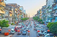 Woningbouw in Chinatown, Yangon, Myanmar stock foto