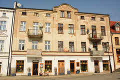 Woningbouw die van 1914 op Tumska-straat in Gniezno, Polen dateren Royalty-vrije Stock Afbeeldingen