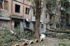 Woningbouw in een oorlogsstreek in de Oekraïne Het gebied van Donetsk, K Royalty-vrije Stock Fotografie