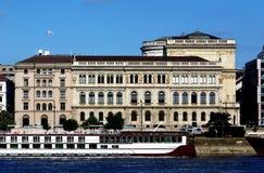 Woningbouw langs de Donau in Boedapest Royalty-vrije Stock Foto's