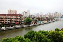 Woningbouw naast Suzhou-rivier, Shanghai Stock Foto's