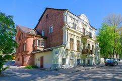 Woningbouw van XIX eeuw langs Putna-Straat, Vitebsk, Wit-Rusland Stock Foto's