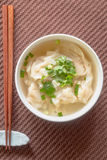 Wonton shrimp dumpling in clear soup witWonton shrimp dumpling i Stock Photography