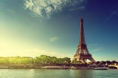 Wonton w Paryż z wieżą eifla w wschodu słońca czasie Fotografia Stock