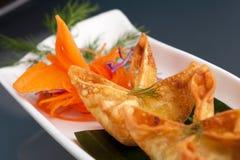 Wontons tailandeses del queso poner crema del cangrejo Fotos de archivo libres de regalías